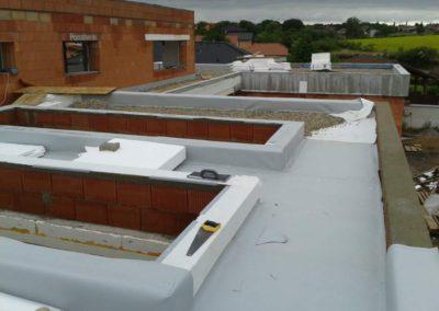 Zateplení, hydroizolace střech a zásyp kačírkem, RD Odolená Voda